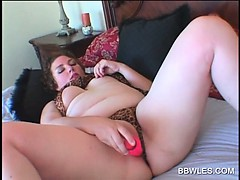bbw-tramp-fucking-her-hungry-twat-with-vibrator