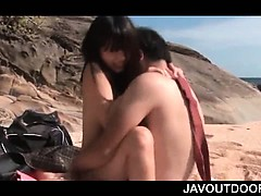 Little jap doll tired of tanning at the beach humps cock instead