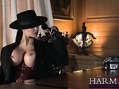 jasmine-jae-masturbates