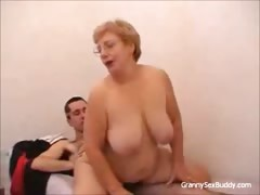 granny-with-glasses-gets-fucked
